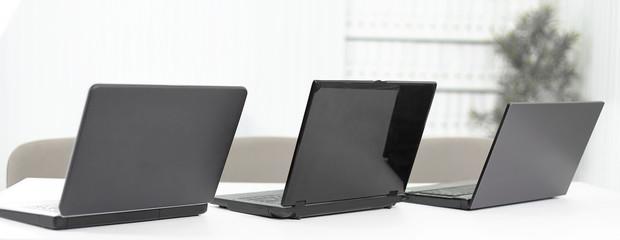 open the laptop on the desktop in a modern office
