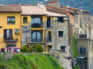 Castellfollit de la Roca, pueblo español de la comarca de La Garrotxa, en la provincia de Gerona, dentro de la comunidad autónoma de Cataluña en España