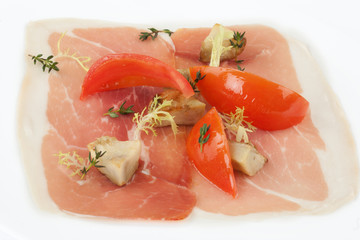 Parma ham with bell pepper and tomato