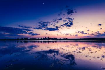 Fotomurales - beautiful sunset on the lake - Mantua Italy