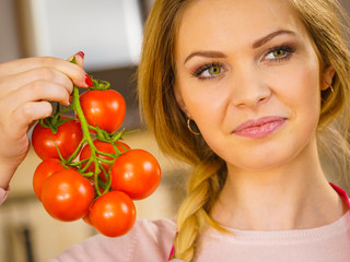 Woman hand holding tomates