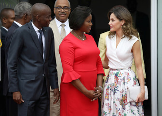 Spain's Queen Letizia speaks to Haiti's President Jovenel Moise and first lady Martine as they pose for a picture during her visit to the National Palace in Port-au-Prince