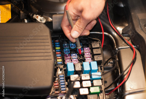 technicain checking car fuse by lamp tester which nagative pole of rh eu fotolia com