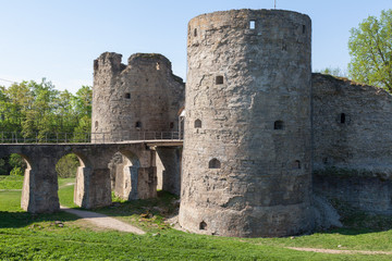 Foto auf Leinwand Befestigung The bridge, wall and towers of the fortress Koporye in the Leningrad region, Russia. Stone fort built by 1297