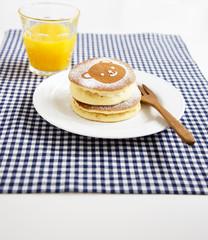 クマのパンケーキとオレンジジュース チェックランチョンマット