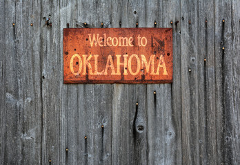Rusty metal sign with the phrase: Welcome to Oklahoma.
