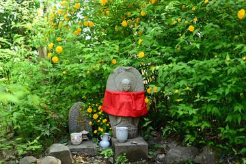 Stone Buddha Statue & Japanese kerria-2