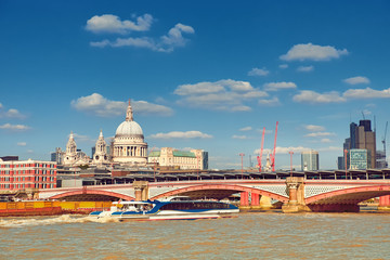 Fototapete - London, panoramic view over Thames river with St. Paul and London skyline on a bright day