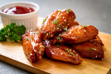 Deurstickers Kip barbecue chicken wings with white sesame
