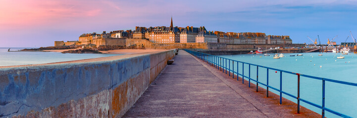 Wall Mural - Panoramic view of walled city Saint-Malo with St Vincent Cathedral at sunset. Saint-Maol is famous port city of Privateers is known as city corsaire, Brittany, France