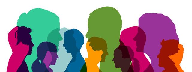 Viele Köpfe als Team in verschiedenen bunten Farben