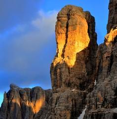 Fuoco sulla roccia