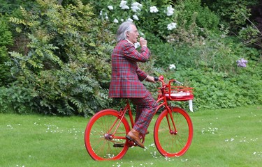 The bridegroom picks up the bride for the wedding with the red bicycle