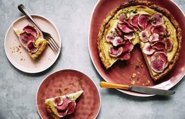 Creamed roasted cauliflower and fennel tart with watermelon raddish slices on top.