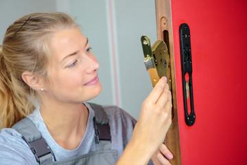 Lady fitting door mechanism