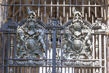 Royal coat of arms of the United Kingdom on the metal gate, London, United Kingdom