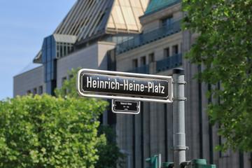 Heinrich-Heine-Platz im Zentrum von Düsseldorf