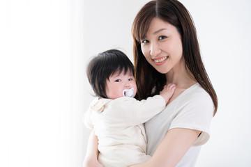 赤ちゃんとお母さん、おんぶ、笑顔、2ショット、ツーショット