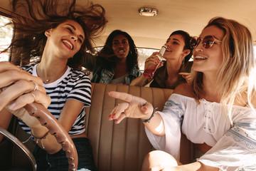 Girls having fun on road trip Fototapete