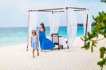 Wall Mural - Mother and daughter at beach