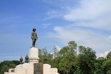 ルンピニー公園のラーマ6世像