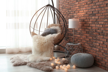 Comfortable hanging chair in modern living room interior Fototapete