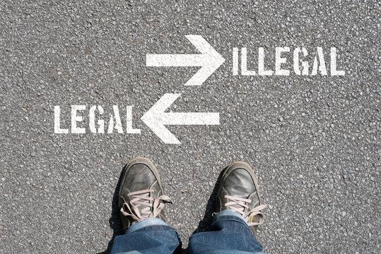 Ein Mann steht vor der Entscheidung Legal oder Illegal