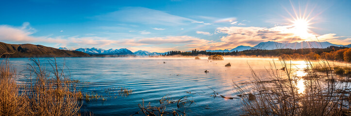 Foto op Textielframe Nieuw Zeeland Autumn color of Lake Tekapo, New Zealand.