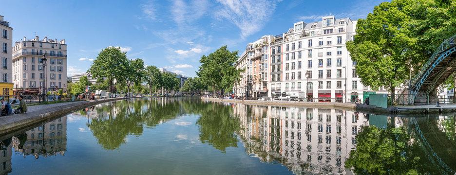 Quai de Valmy und Kanal Saint-Martin in Paris, Frankreich