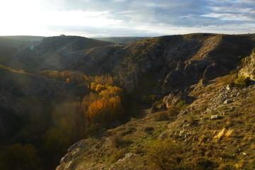 Otoño en Pelegrina, pueblo de Sigüenza, en la provincia de Guadalajara (Castilla la Mancha, España) Parque natural del Barranco del Río Dulce