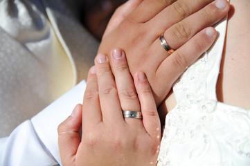 hochzet ehepaar hand hände mit  eheringen
