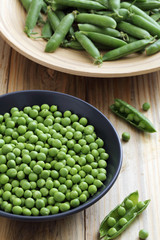 piselli verdi collezione con piselli crudi cucinati e in conserva fatti in casa