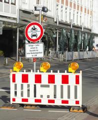 Baustellenabsperrung, Verkehrsschild  Absperrschranke,
