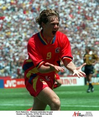Florin Raducioiu - Romania celebrates his goal