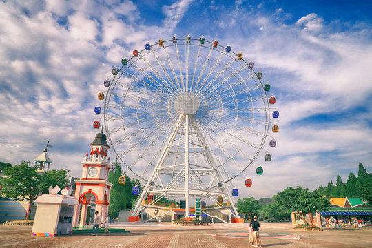 놀이동산 관람차 amusement park a ferris wheel