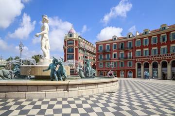 Türaufkleber Nice Nice, place Masséna, la Fontaine du Soleil et la statue d'Appollon