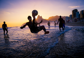 Foto op Plexiglas Rio de Janeiro sunset silhouettes playing keepy-uppie beach football on the sea shore in Ipanema Beach Rio de Janeiro Brazil