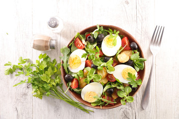 vegetable salad with boiled egg