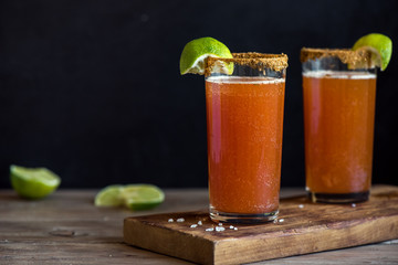 Photo sur Plexiglas Biere, Cidre Michelada Bloody Beer Cocktail