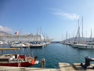Cartagena, ciudad española  junto al mar Mediterráneo en la comunidad autónoma de la Región de Murcia