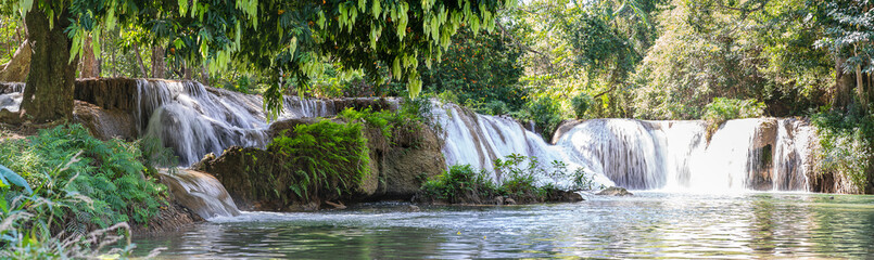Foto op Aluminium Watervallen Panorama Chet Sao Noi waterfall in national park