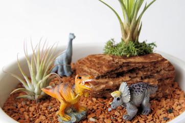かわいい恐竜のジオラマ