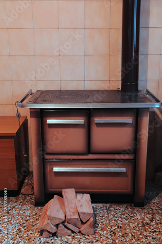 Old Wood Burning Stove In The Kitchen Stockfotos Und