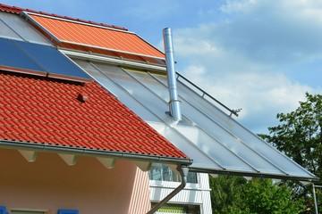 Neu gebautes Niedrigenergiehaus mit doppelstöckigem Wintergarten, Glasdach, elektrischer Markise, Solaranlage und Edelstahlkamin