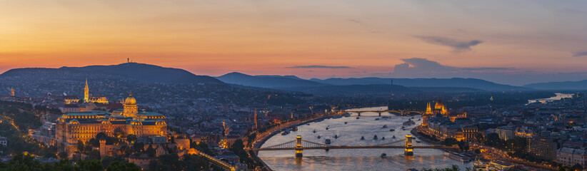 Keuken foto achterwand Boedapest View to Budapest skyline form Citadella Hill at sunset