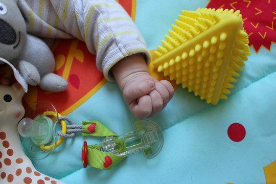 jeux bébé tétine