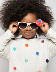 Close up of girl wearing sunglasses