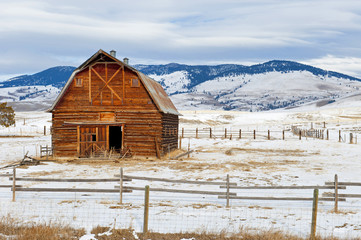 Barn Montana Winter