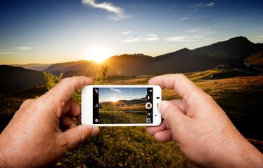 Tramonto al Passo Rolle sulle Dolomiti fotografato con Smartphone