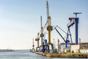 Door stickers Port Hafenanlage mit Kränen und Werft im Hafen von Rostock